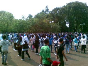Yupss.. Flashmob dimulai dari barisan ELF yang jumlahnya hampir setengah dari peserta.. :) #Bonamana dan Sorry-sorry