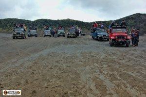 Jeep berjejer di hamparan pasir #Pasir berbisik