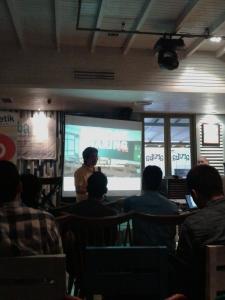 Pak Arifin sedang sharing perjalanannya di dunia jurnalis ; dokpri